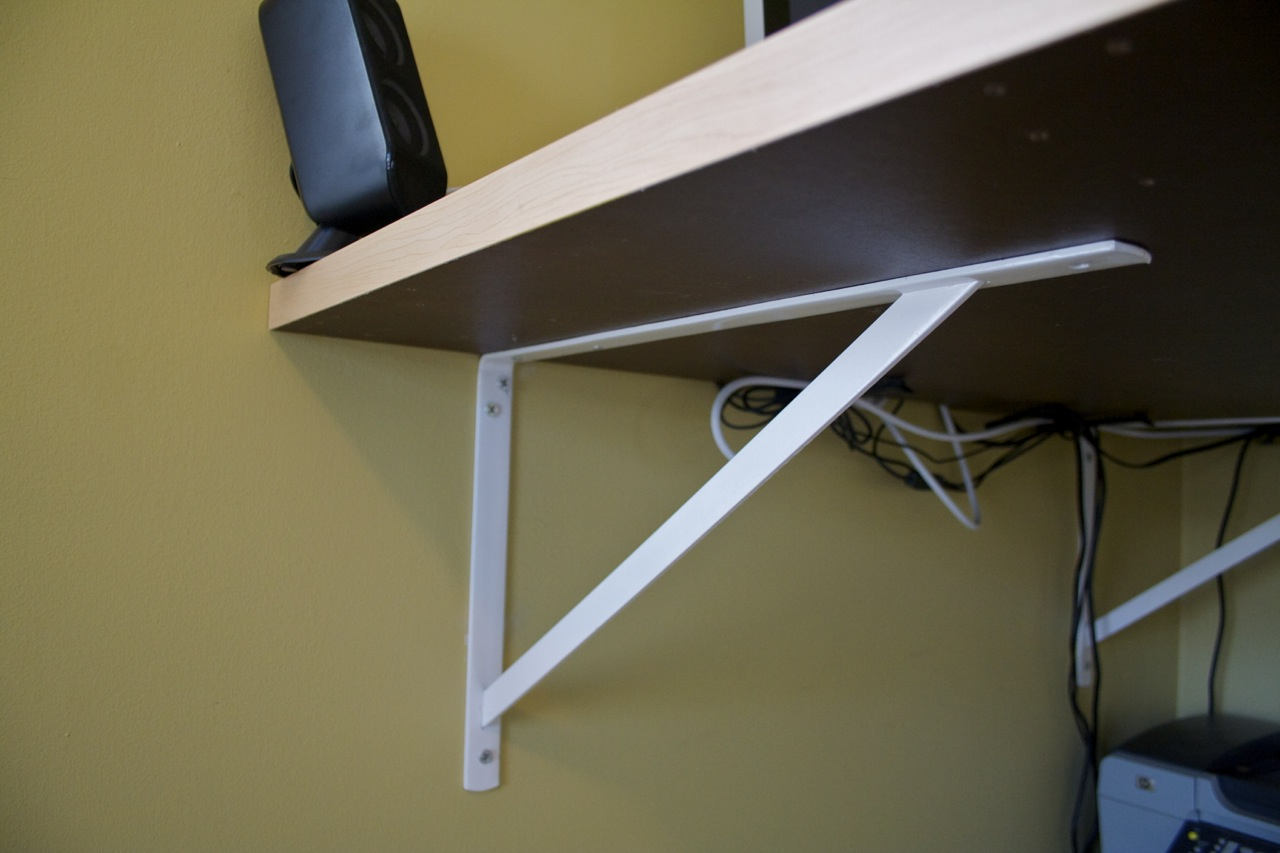 Heavy-duty shelf brackets